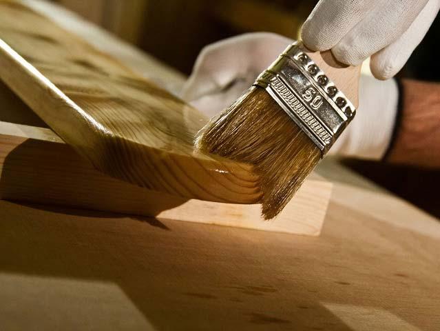Нужно ли обрабатывать древесину специальными средствами?